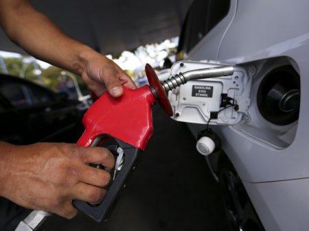 Governo aumenta mais uma vez a gasolina e o diesel