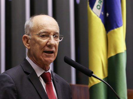 """""""PT não pode votar no candidato de Bolsonaro na eleição da Câmara"""", se opõe Rui Falcão"""