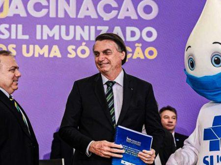 """""""Plano de vacinação"""" de Bolsonaro não tem data, não tem seringa e nem vacina"""