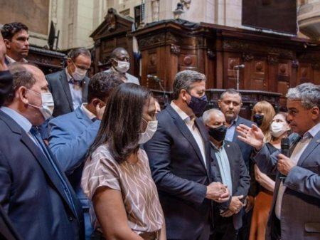 Aberração bolsonarista faz campanha para Lira de tornozeleira eletrônica