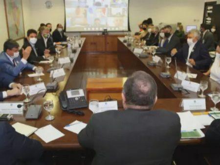 Governadores cobrarão detalhes da vacinação em reunião com Pazuello