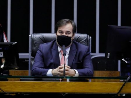"""""""Não tenho dúvida de que o ministro da Saúde já cometeu crime"""", diz Maia"""