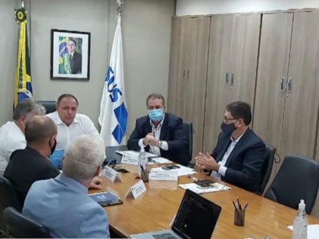 Prefeitos: Pazuello prometeu início da vacinação dia 20; mas Ministério não confirma