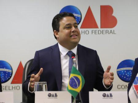 """Presidente da OAB não vê, """"por ora, ambiente para impeachment de Bolsonaro"""""""