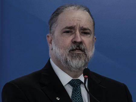 Para ministros do STF e juristas, Aras está 'costeando o alambrado' do golpismo