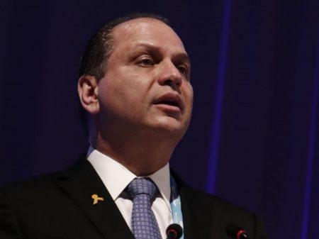 """""""Regras da Anvisa não condizem com a emergência que estamos passando"""", diz Barros"""