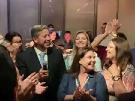 """""""Foram tomar champanhe para cadáver"""", diz Neto sobre regabofe bolsonarista"""