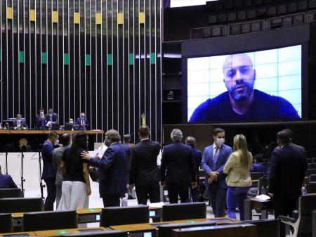Câmara, por ampla maioria, mantém deputado golpista preso e derrota bolsonarismo raiz