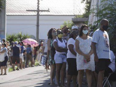 Governadores e prefeitos organizam compra de vacinas para barrar sabotagem de Bolsonaro