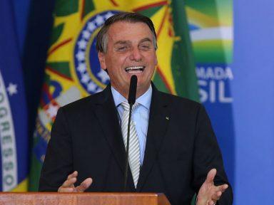 Um ano de pandemia, Brasil ultrapassa 250 mil mortes e Bolsonaro faz a festa em posse de ministro