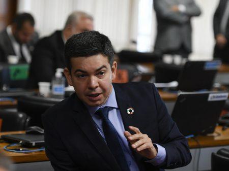 Senadores protocolam pedido de CPI para investigar atuação do governo na pandemia