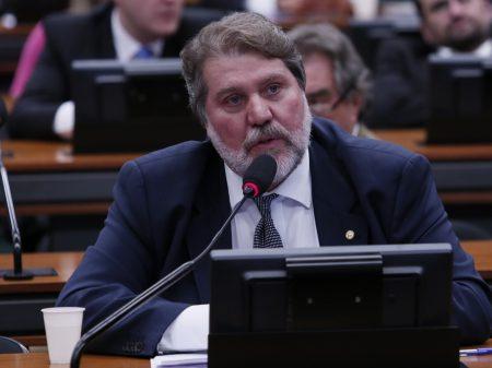 Bolsonaro é mais armas e menos vacinas, denuncia Renildo