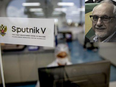 Sputnik V pede passagem, por Eduardo Costa