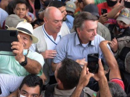 Bolsonaro sabota medidas contra pandemia e ameaça governadores por tomá-las