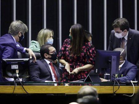 Câmara inicia discussão mas não conclui votação da PEC da imunidade parlamentar