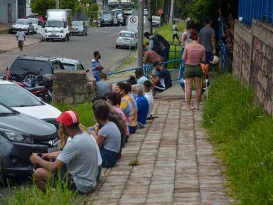 Governador do Rio Grande do Sul alerta para risco de  colapso e amplia restrições de circulação