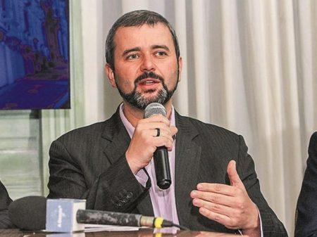 Negação da Covid pelo Planalto 'causou mais mortes do que guerras', diz Nésio Fernandes
