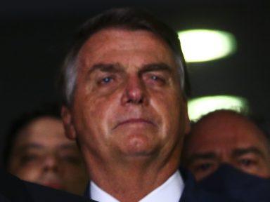 """Bolsonaro e sua """"estratégia institucional de propagação do vírus"""""""