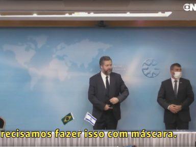 Ernesto Araújo leva pito de israelense por não usar máscara em cerimônia