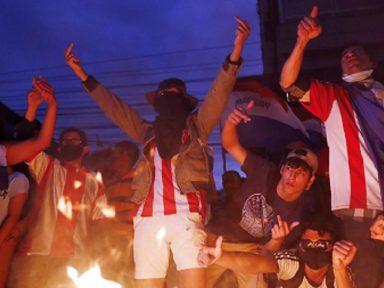 Protesto por mais vacinas no Paraguai tem um morto e abre crise no governo Abdo