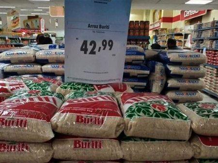Inflação dos alimentos sobe 15% e auxílio cai