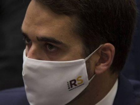 Eduardo Leite diz que é uma afronta Bolsonaro chamar pandemia de 'mimimi'