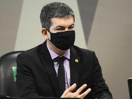 """Randolfe denuncia """"manobras dispersivas para criar caos na investigação"""" da CPI"""