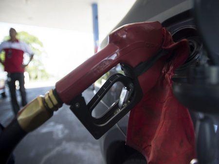 Alta dos combustíveis pelo governo eleva inflação