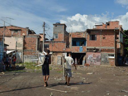 61,1 milhões na pobreza com redução do auxílio