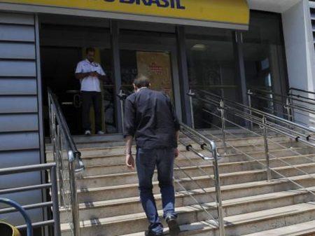 Bancos sequestram recursos às empresas