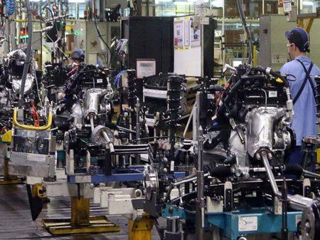 Faturamento da indústria recua 3,3% em fevereiro