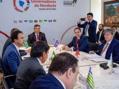 """Governadores do Nordeste apoiam Barroso e o STF e repudiam """"falácias"""" de Bolsonaro"""