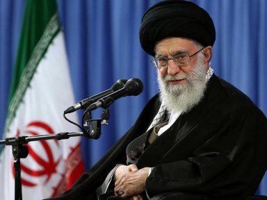 Irã só considera retiradas sanções dos EUA quando puder vender seu petróleo, diz Khamenei