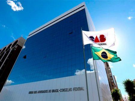 Bolsonaro praticou crimes ao se omitir na pandemia, diz comissão de juristas da OAB