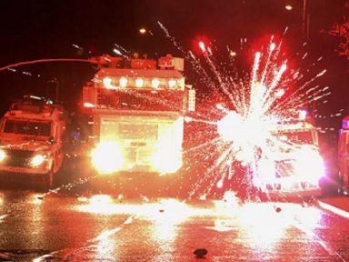 Violência explode na Irlanda do Norte. Londres e Dublin pedem calma