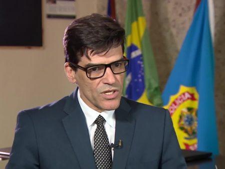 Bolsonaro retira do cargo delegado da PF que denunciou Salles por integrar organização criminosa