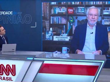 Bolsonarista Alexandre Garcia fica mudo no ar diante de pergunta sobre 'direito à vida'
