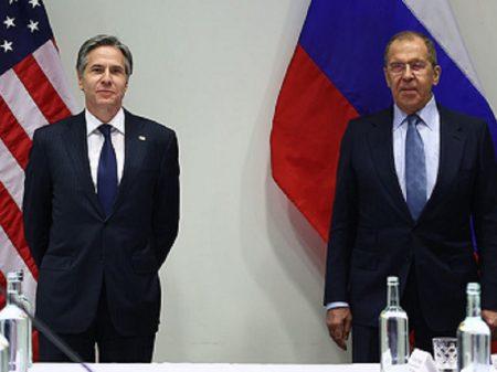 """Reunião Lavrov-Blinken: Rússia pronta para """"diálogo sobre estabilidade estratégica"""""""