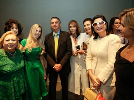 Bolsonaro reúne executivas e ataca governadores