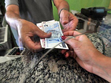 Sem auxílio, dívidas dos mais pobres batem recorde