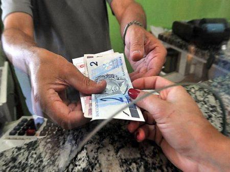 Cresce número de famílias com dívidas em atraso