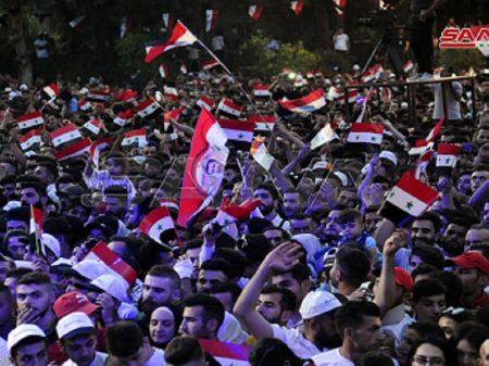 Sírios celebraram soberania e democracia com a vitória de Assad