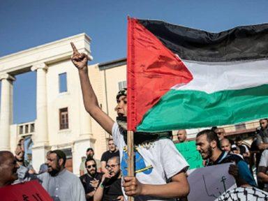 Com mil feridos, revolta palestina contra violência da polícia israelense se estende por cidades e aldeias