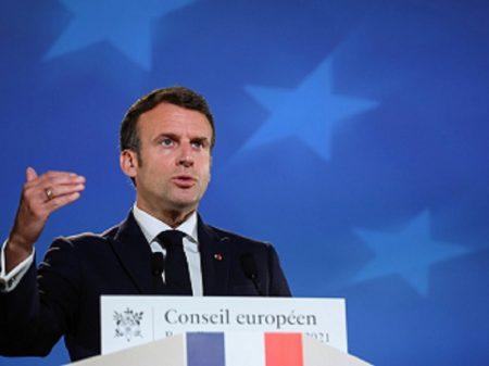 """Macron questiona sanções contra Rússia e pede """"diálogo estratégico"""""""