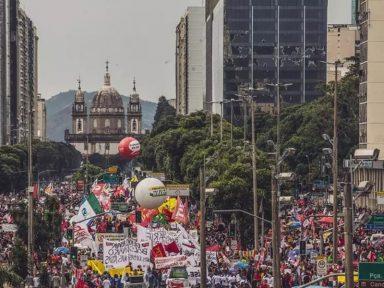 Milhares ocupam as ruas do Rio em dia de mobilização contra Bolsonaro