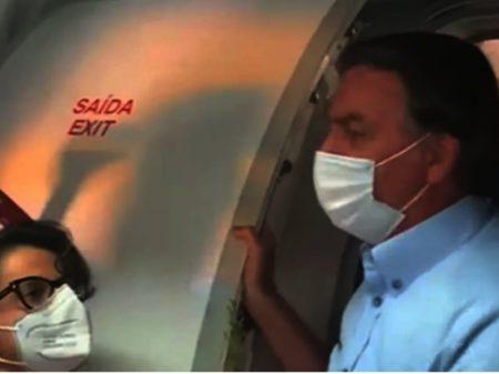 Bolsonaro é recebido com vaias em avião no ES: Fora! Genocida!