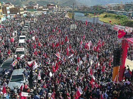 Manifestações em Lima e em Cuzco apoiam Castillo para presidente peruano