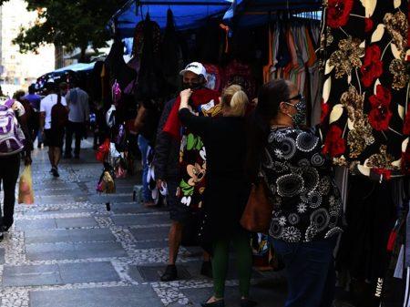 Renda do brasileiro cai 10%