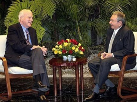 Senadores democratas pedem a Biden que levante sanções contra Cuba