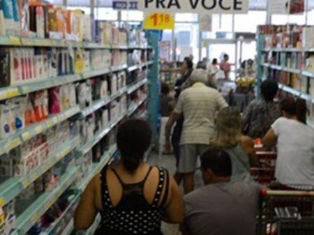 Consumidor gasta 3 vezes mais e come menos
